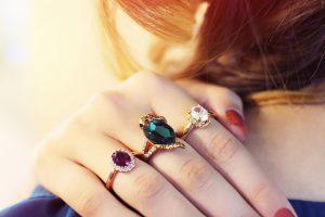 انگشتر با سنگ قیمتی